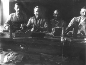 Patienter i borstbinderiarbete 1910-talet